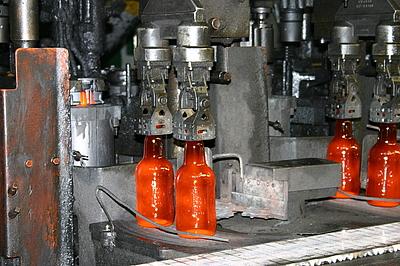 100%-Recycling: aus alten Glasflaschen entstehen neue Glasflaschen