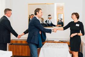 Michael Wiener, Harald Hauke und Fr. Steindorfer bei Begrüßung