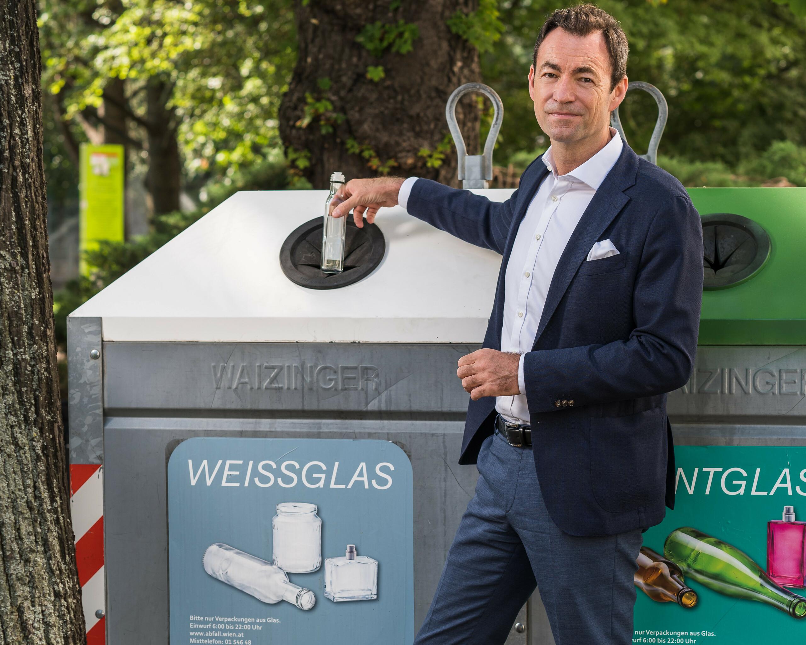 """Geschäftsführer Dr. Harald Hauke """"Weißglas zu Weißglas"""" Querformat"""