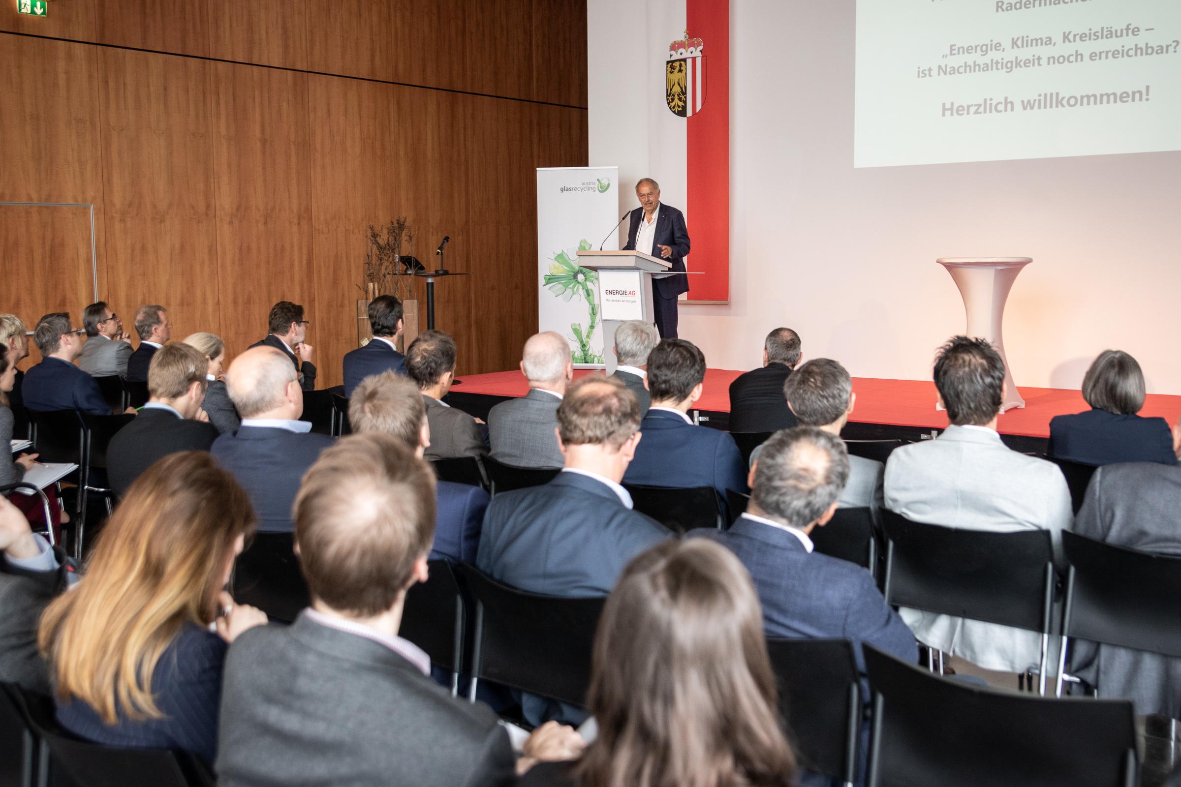 Franz-Josef Radermacher und Gäste beim 13. Austria Glas ReCIRCLE