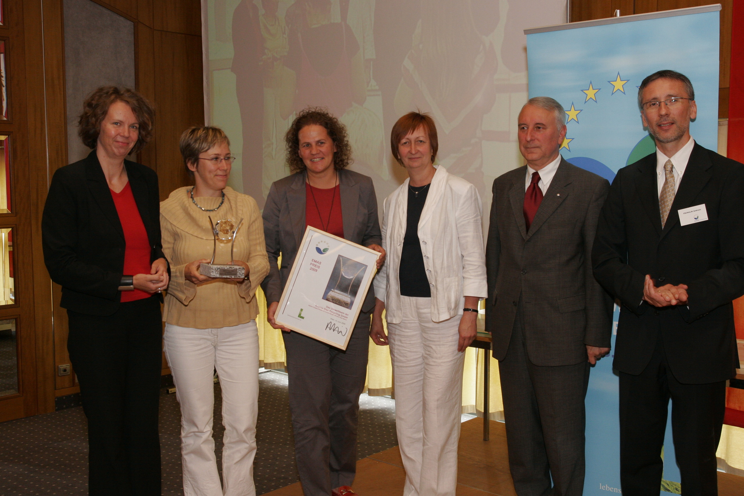 ASRA 2008 für Austria Glas Recycling, (v.l.n.r.: Dr. Wolfram Tertschnig/Lebensministerium, Dr. Christine Jasch/Jury-Vorsitzende ASRA, DI Ursula Gangel/AGR, Monika Piber-Maslo/AGR, Sabine Czopka-Pistora/AGR, KR Mag. Helmut Puffer/Vizepräsident der Kammer