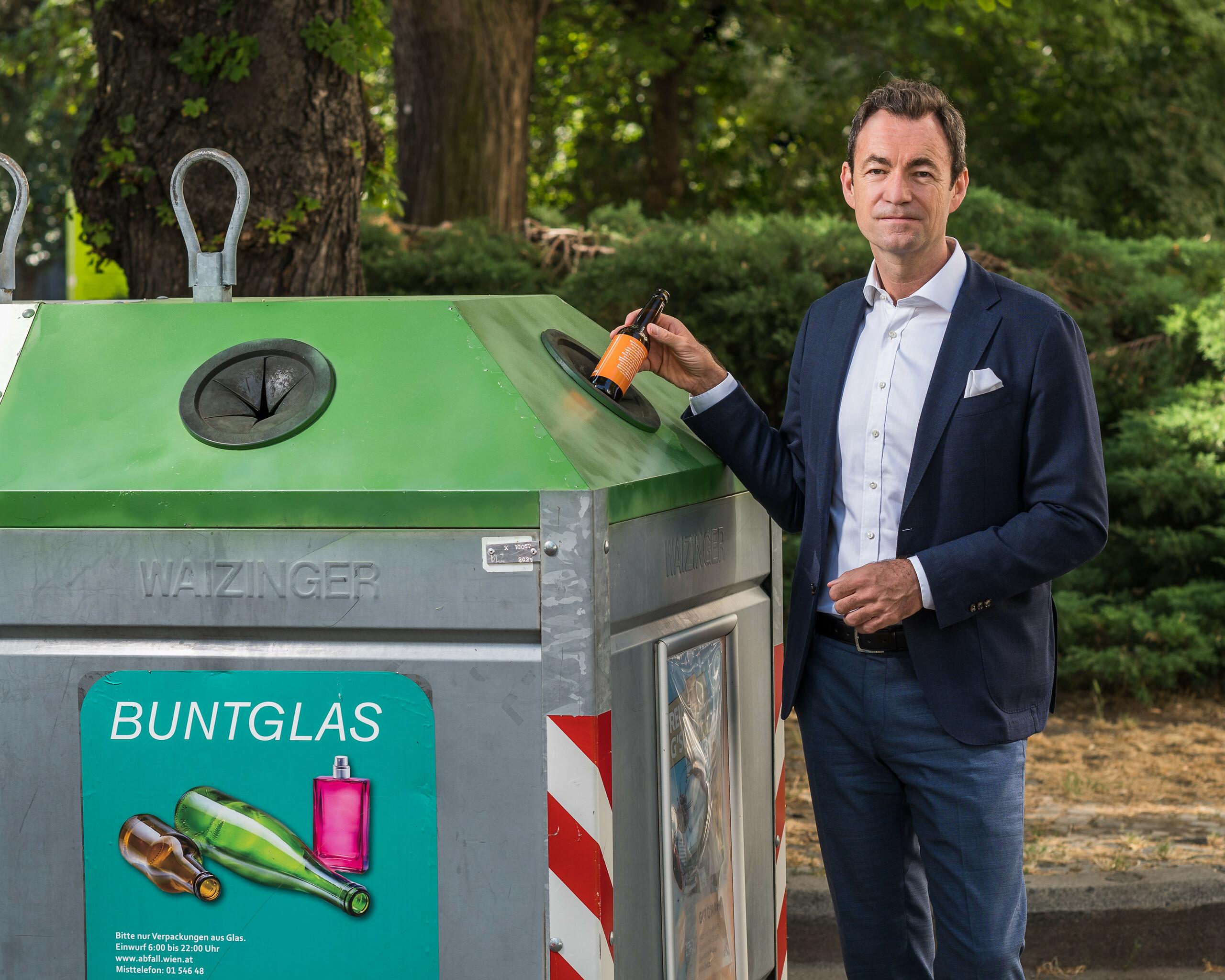 """Geschäftsführer Dr. Harald Hauke """"Buntglas zu Buntglas"""" Querformat"""