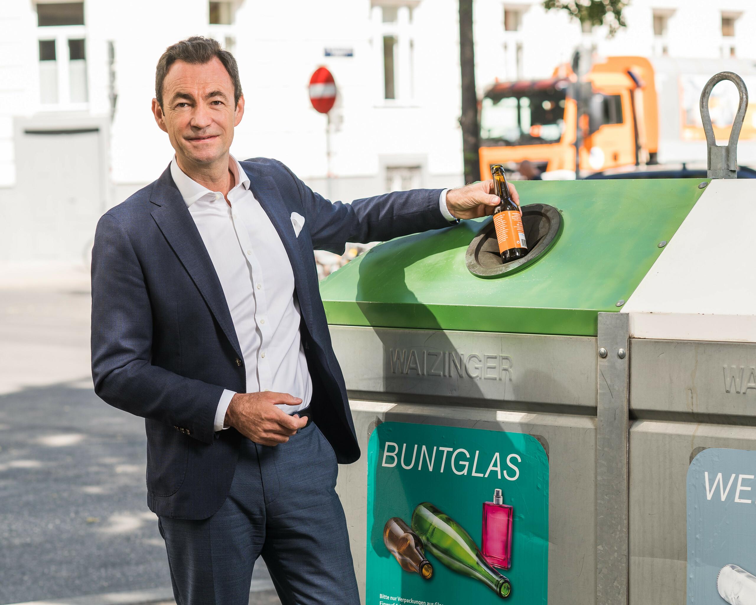 """Geschäftsführer Dr. Harald Hauke """"Glasverpackungen werden recycelt"""" Querformat"""
