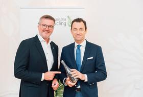 Michael Wiener und Harald Hauke vor einem Austria Glas Recycling Roll Up