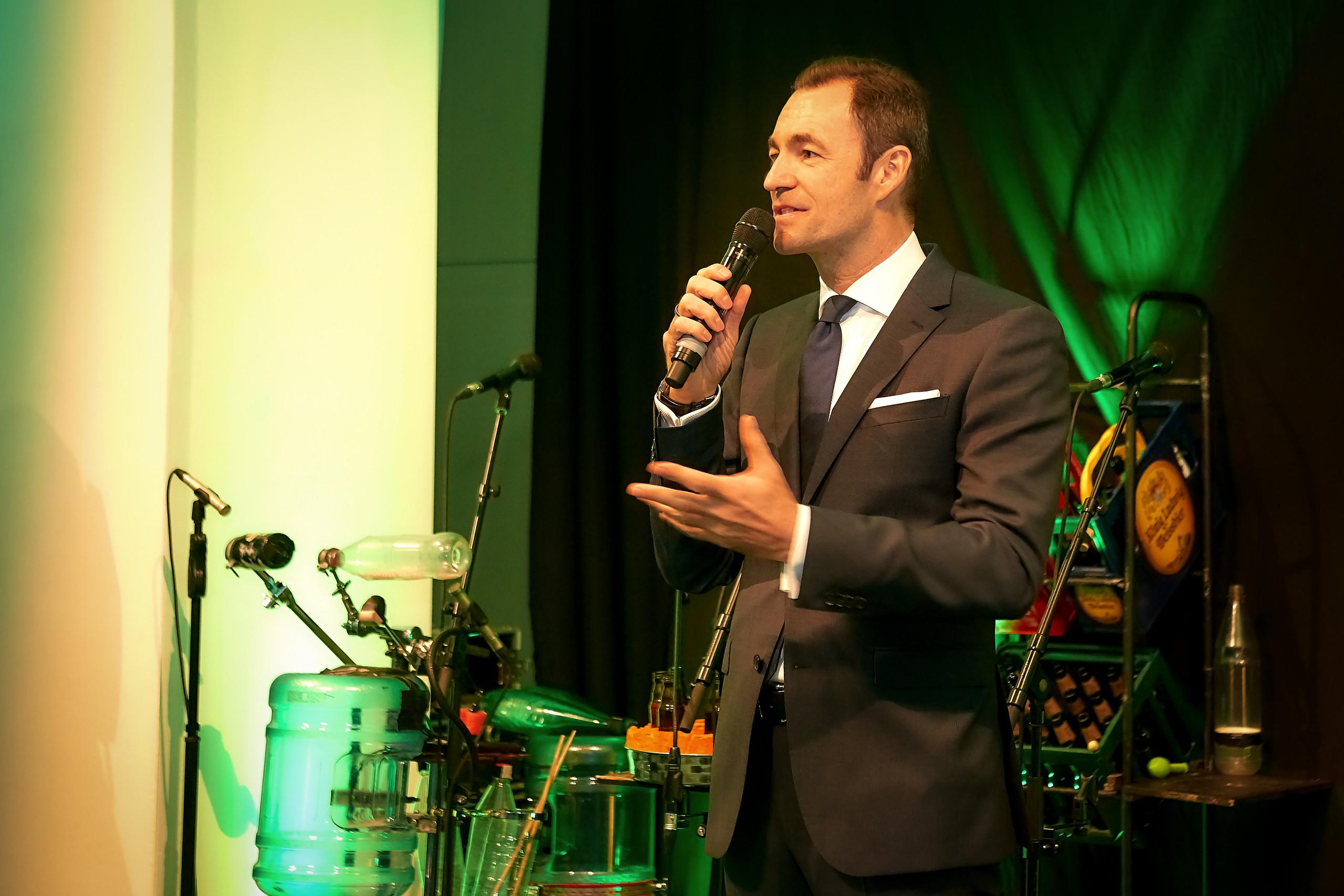 Harald Hauke begrüßt die Gäste zur Feier '40 Jahre Glasrecycling in Österreich'